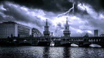 Das Oberbaum Orchester Berlin von der Oberbaumbrücke Berlin